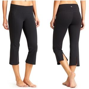 Athleta Black Power Up Capri Size Medium
